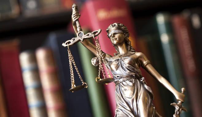 Можно ли обойтись без юриста на предприятии?