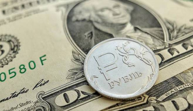Рассмотрены факторы, способные повлиять на курс рубля в ближайшее время