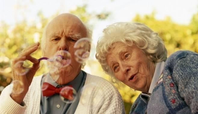 Мир продолжает поднимать пенсионный возраст