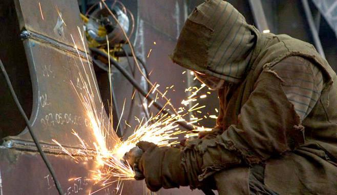Минимальная почасовая оплата труда в РФ может составить 100 рублей